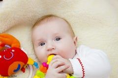 γέλιο μωρών ευτυχής μητέρα μωρών Στοκ Φωτογραφίες
