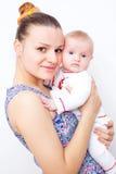 γέλιο μωρών ευτυχής μητέρα μωρών Στοκ Εικόνα