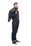 Γέλιο hipster με να διαπερνήσει smiley στο ανώτερο σακάκι χειλικής εκμετάλλευσης πέρα από τον ώμο Στοκ Εικόνα