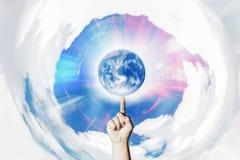 Γήινη έννοια περιστροφής χεριών του χειρισμού Στοκ φωτογραφίες με δικαίωμα ελεύθερης χρήσης