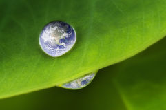 γήινος πλανήτης waterdrop Στοκ Φωτογραφία