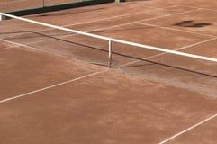 Γήπεδο αντισφαίρισης επιφάνειας αργίλου. Στοκ Φωτογραφία
