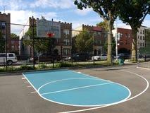 Γήπεδο μπάσκετ πόλεων, αστικός τρόπος ζωής, Astoria, βασίλισσες, NYC, ΗΠΑ στοκ εικόνα με δικαίωμα ελεύθερης χρήσης