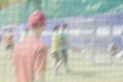Γήπεδο ποδοσφαίρου, που εκπαιδεύει στον αθλητικό τομέα Αθλητικοί τύποι, ποδοσφαιριστές στην αθλητική κατάρτιση Υπαίθριο στάδιο πο Στοκ Φωτογραφίες