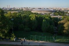 Γήπεδο ποδοσφαίρου Luzhniki και ένα πάρκο Στοκ φωτογραφία με δικαίωμα ελεύθερης χρήσης