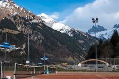Γήπεδο αντισφαίρισης με τη σφαίρα αντισφαίρισης Στοκ φωτογραφίες με δικαίωμα ελεύθερης χρήσης