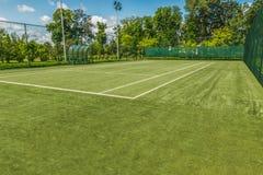 Γήπεδο αντισφαίρισης στο εξωραϊσμένο πάρκο Στοκ φωτογραφίες με δικαίωμα ελεύθερης χρήσης