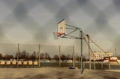 Γήπεδο μπάσκετ και στεφάνη Στοκ Φωτογραφίες