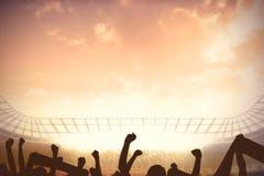 Γήπεδο ποδοσφαίρου με το ενθαρρυντικό πλήθος απεικόνιση αποθεμάτων