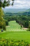 Γήπεδο του γκολφ στα βουνά Στοκ εικόνα με δικαίωμα ελεύθερης χρήσης