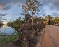 Γίγαντες σε Angkor Thom Στοκ εικόνα με δικαίωμα ελεύθερης χρήσης