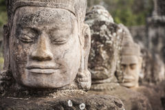 Γίγαντες στην μπροστινή πύλη Angkor Thom Στοκ φωτογραφία με δικαίωμα ελεύθερης χρήσης