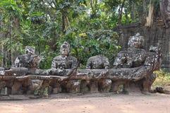 Γίγαντες στην μπροστινή πύλη Angkor Thom Στοκ Εικόνα