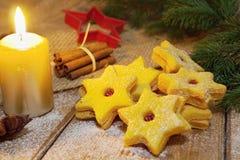 γίνοντα γλυκά παλατιών μπισκότων Χριστουγέννων μελόψωμο Στοκ εικόνες με δικαίωμα ελεύθερης χρήσης