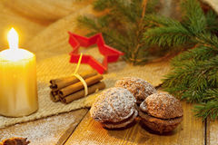 γίνοντα γλυκά παλατιών μπισκότων Χριστουγέννων μελόψωμο Στοκ φωτογραφία με δικαίωμα ελεύθερης χρήσης