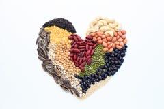 γίνοντα καρδιά καρύδια Στοκ φωτογραφία με δικαίωμα ελεύθερης χρήσης