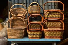 Γίνοντα κατάστημα καλαθιών Παραδοσιακή ταϊλανδική υφαμένη σύσταση αχύρου Στοκ φωτογραφίες με δικαίωμα ελεύθερης χρήσης