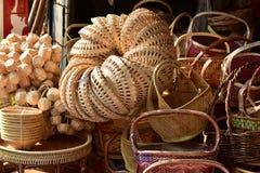 Γίνοντα κατάστημα καλαθιών Παραδοσιακή ταϊλανδική υφαμένη σύσταση αχύρου Στοκ εικόνες με δικαίωμα ελεύθερης χρήσης