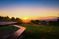 Γαλήνια εικόνα του ηλιοβασιλέματος σε ένα τοπικό πάρκο σε Christchurch, Νέα Ζηλανδία στοκ εικόνα