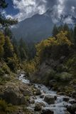 Γαλήνιος ποταμός βουνών στην κοιλάδα Spiti Στοκ φωτογραφία με δικαίωμα ελεύθερης χρήσης