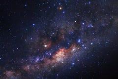 Γαλακτώδης γαλαξίας τρόπων με τα αστέρια και διαστημική σκόνη στον κόσμο στοκ εικόνες