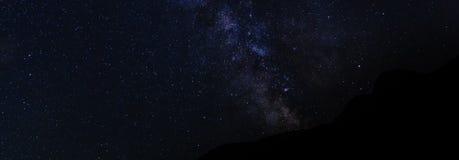 Γαλακτώδης τρόπος στα κόκκινα βουνά Xizi φλυάρων Στοκ εικόνες με δικαίωμα ελεύθερης χρήσης
