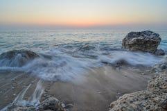 Γαλακτώδη κύματα στο λυκόφως Στοκ Εικόνες