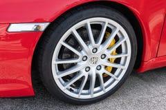 Γαλικία, Ισπανία 20 Απριλίου 2019: Κίνηση ροδών της Porsche ενός κόκκινου αυτοκινήτου στοκ εικόνες