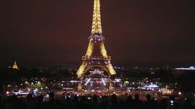ΓΑΛΛΙΑ, ΠΑΡΙΣΙ - 2 ΟΚΤΩΒΡΊΟΥ 2017 Πύργος του Άιφελ στο Παρίσι τη νύχτα απόθεμα βίντεο
