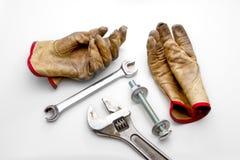 Γαλλικά κλειδιά και μπουλόνι γαντιών Στοκ εικόνα με δικαίωμα ελεύθερης χρήσης