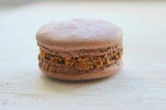 Γαλλική γλυκιά λιχουδιά, macaroons κινηματογράφηση σε πρώτο πλάνο ποικιλίας Macaroons κέικ που απομονώνεται σε ένα ελαφρύ υπόβαθρ στοκ φωτογραφίες