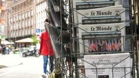 Γαλλική εφημερίδα της Le Monde για τη σύνοδο κορυφής Σιγκαπούρη της Kim ατού απόθεμα βίντεο