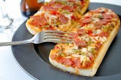 γαλλική πίτσα ψωμιού Στοκ Εικόνες