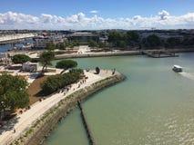 Γαλλική πόλη Λα Ροσέλ, ένα αρχαίο λιμάνι με τη βάρκα στοκ εικόνες