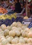 γαλλική πόλη σκηνής αγορά&sig Στοκ φωτογραφία με δικαίωμα ελεύθερης χρήσης