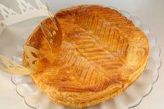 Γαλλικό κέικ βασιλιάδων με την κορώνα Στοκ Εικόνες