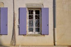 Γαλλικό παράθυρο με τους τυφλούς στοκ φωτογραφία με δικαίωμα ελεύθερης χρήσης