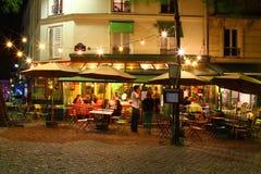 Γαλλικό café τη νύχτα Στοκ Φωτογραφίες