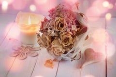 Γαμήλια ακόμα ζωή με την ξηρά ανθοδέσμη των τριαντάφυλλων Στοκ Εικόνες
