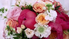 Γαμήλια ανθοδέσμη για τη νύφη φιλμ μικρού μήκους