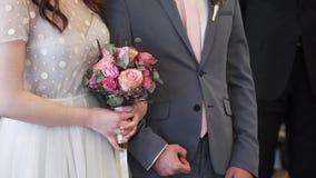 Γαμήλια ανθοδέσμη εκμετάλλευσης νυφών απόθεμα βίντεο