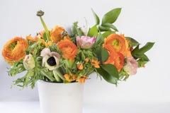Γαμήλια ανθοδέσμη των νεραγκουλών, anemones και Ruscus Στοκ εικόνα με δικαίωμα ελεύθερης χρήσης