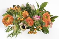 Γαμήλια ανθοδέσμη των νεραγκουλών, anemones και Ruscus Στοκ Φωτογραφίες