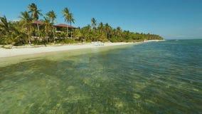 Γαμήλια αψίδα στην παραλία Γαμήλια τελετή εξόδων Εναέρια άποψη του νησιού ακτών Bohol _ Φιλιππίνες απόθεμα βίντεο