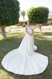Γαμήλια γυναίκα Μόδα γαμήλιων φορεμάτων για την όμορφη γυναίκα Γαμήλια τελετή με την όμορφη γυναίκα στο όμορφο φόρεμα γάμος Στοκ Φωτογραφίες