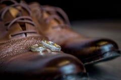 Γαμήλια δαχτυλίδια, γαμήλια δαχτυλίδια στη ημέρα γάμου Στοκ φωτογραφίες με δικαίωμα ελεύθερης χρήσης
