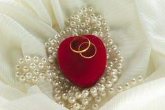 Γαμήλια δαχτυλίδια στο κιβώτιο Στοκ φωτογραφία με δικαίωμα ελεύθερης χρήσης