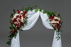 Γαμήλια διακόσμηση αψίδων λουλουδιών Στοκ εικόνα με δικαίωμα ελεύθερης χρήσης