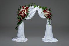 Γαμήλια διακόσμηση αψίδων λουλουδιών Στοκ Φωτογραφία
