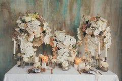 Γαμήλια ντεκόρ και φόρεμα στοκ φωτογραφίες